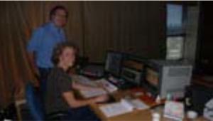 Annie Jean et le producteur Marc Daigle pendant le montage de Rêves de poussière (2006) de Laurent Salgues.